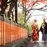 京都の紅葉の下で和装前撮り